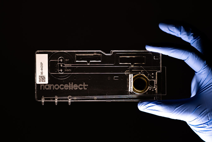 Novel Microchip-Based Cell Sorting Technology